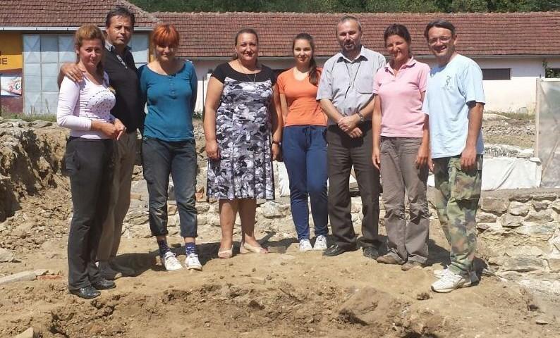Članovi Arheološkog tima na istraživanju na lokalitetu Zadružni dom u Skelanima 2015