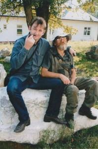 Goran Marković iz Fakovića, najveći arheolog amater na osnovu čijih nalaza i uputa su pronadjeni mnogi vrijedni artefakti i lokalteti u Podrinju, (umro 2014) i Dragić Glišić ex direktor Arheološk