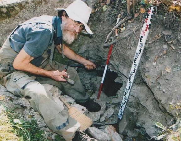 Goran Marković iz Fakovića, najveći arheolog amater u BiH  na osnovu čijih nalaza i uputa su pronadjeni mnogi vrijedni artefakti i lokalteti u Podrinju, (umro 2014)