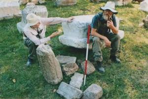 Goran Marković iz Fakovića, najveći arheolog amater u BiH  na osnovu čijih nalaza i uputa su pronadjeni mnogi vrijedni artefakti i lokalteti u Podrinju, (umro 2014) i mr arheolog Mirko Babić