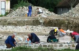 Radovi na konzervaciji na Arheološkom lokaliteru Zadružni dom u Skelanima 2014 11