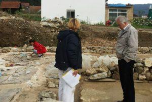 mr arheologije Milica Kotur šef tima za konzervaciji i Slobodan Nagradić direktor Zavoda za zaštitu kulturno istorijskog i prirodnog nasledja RS Skelani 2014
